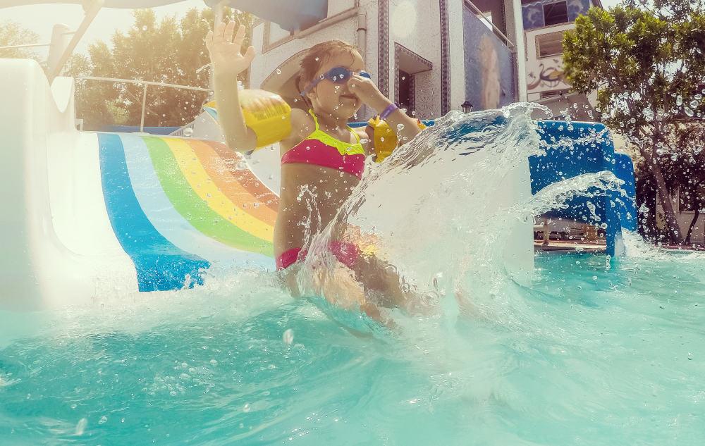 Buitenzwembad Nederland; de leukste en mooiste openluchtzwembaden en natuurbaden ook met kinderen - Mamaliefde.nl