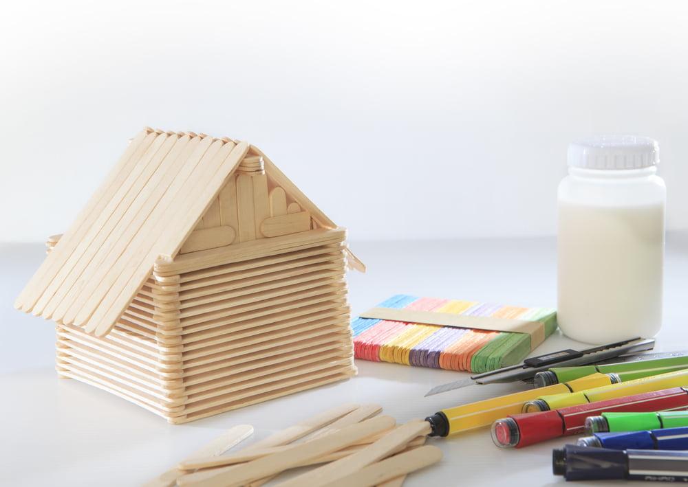 IJsstokjes ideeën; voorbeelden knutselen met knutselhoutjes ter inspiratie - Mamaliefde.nl