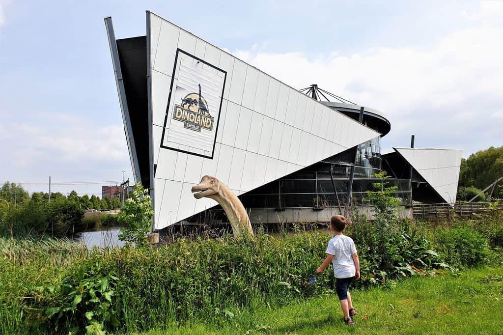 Dinoland Zwolle; met dinopark, binnenspeeltuin en lasergamen - Mamaliefde.nl