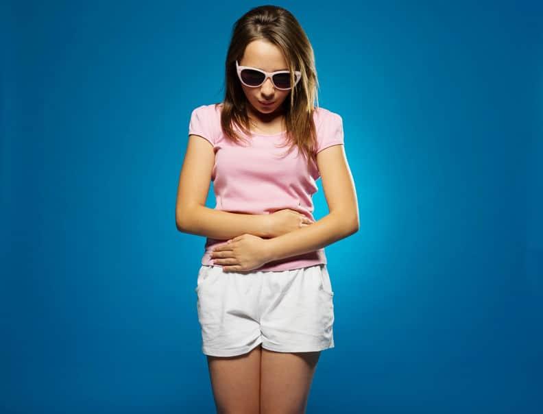 Eerste keer ongesteld; van symptomen en buikpijn tot eerste menstruatie vieren - Mamaliefde.nl