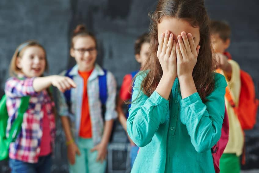 Pesten kind; Symptomen waaraan je kan herkennen dat je kind gepest wordt, beste reactie en kind wel of niet thuishouden van school? - Mamaliefde.nl