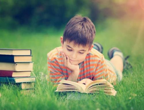 Lezen stimuleren om kind sneller te leren lezen en tempo verhogen ook tijdens vakantie.