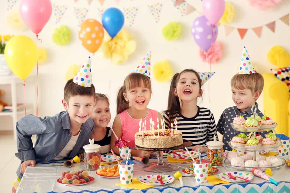 Goedkoop / low-budget kinderfeestje en tips om te besparen - Mamaliefde.nl