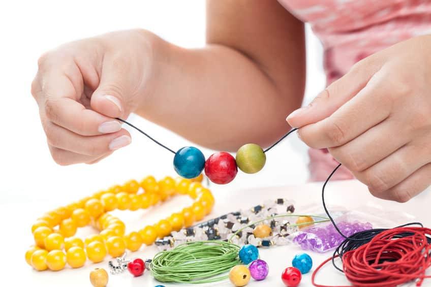 Zelf sieraden maken; Van ketting tot armbandjes, oorbellen of met pakket voor kinderen. - Mamaliefde.nl