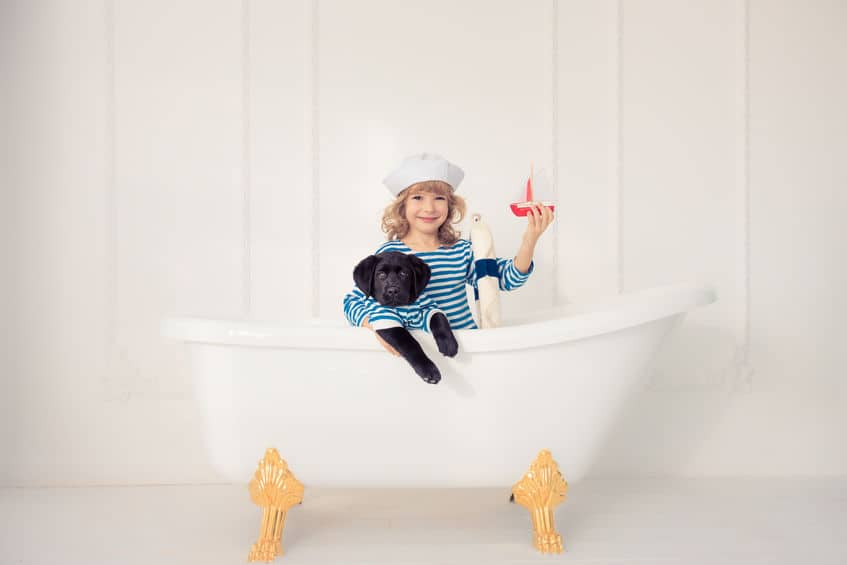 Kleine badkamer inrichten; Voorbeelden van indelen met schuin dak, tot kleuradvies, tegels, inloopdouche, wasmachine en opbergruimte voor als je gaat verbouwen / renoveren. - Mamaliefde.nl