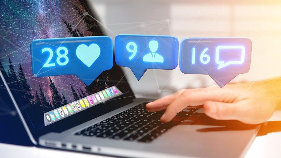 Instagram Stories; doen of laten gaan? Hoe voeg je meerdere foto's toe aan je verhaal, wanneer kan je swipen, foto's bewerken, polls of boomerangs maken, statistieken lezen en stories langer dan 24 uur beschikbaar maken via hoogtepunten. - Mamaliefde.nl