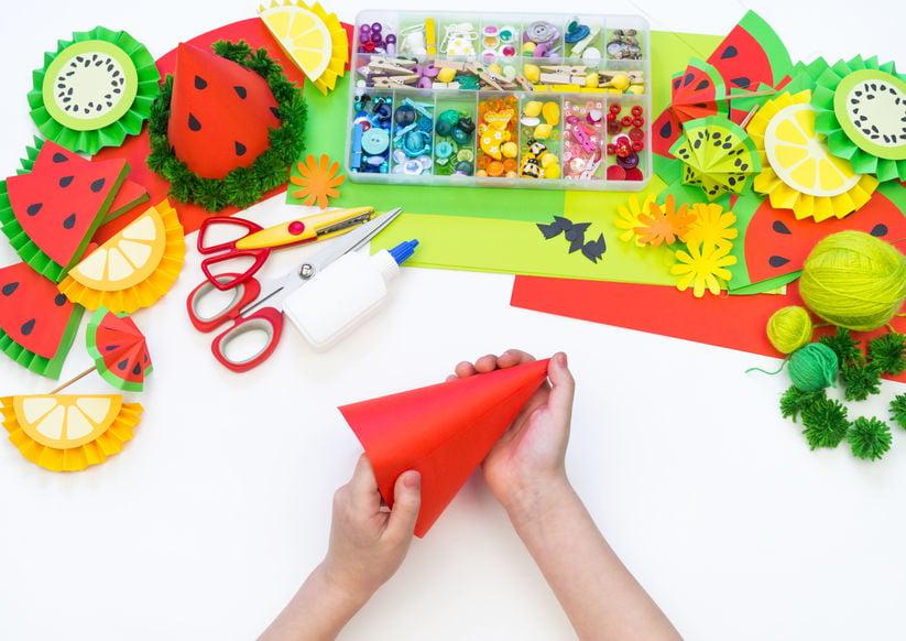 Prinsjesdag knutselen; zelf gekke originele en creatieve hoedjes maken ook van karton.- Mamaliefde.nl
