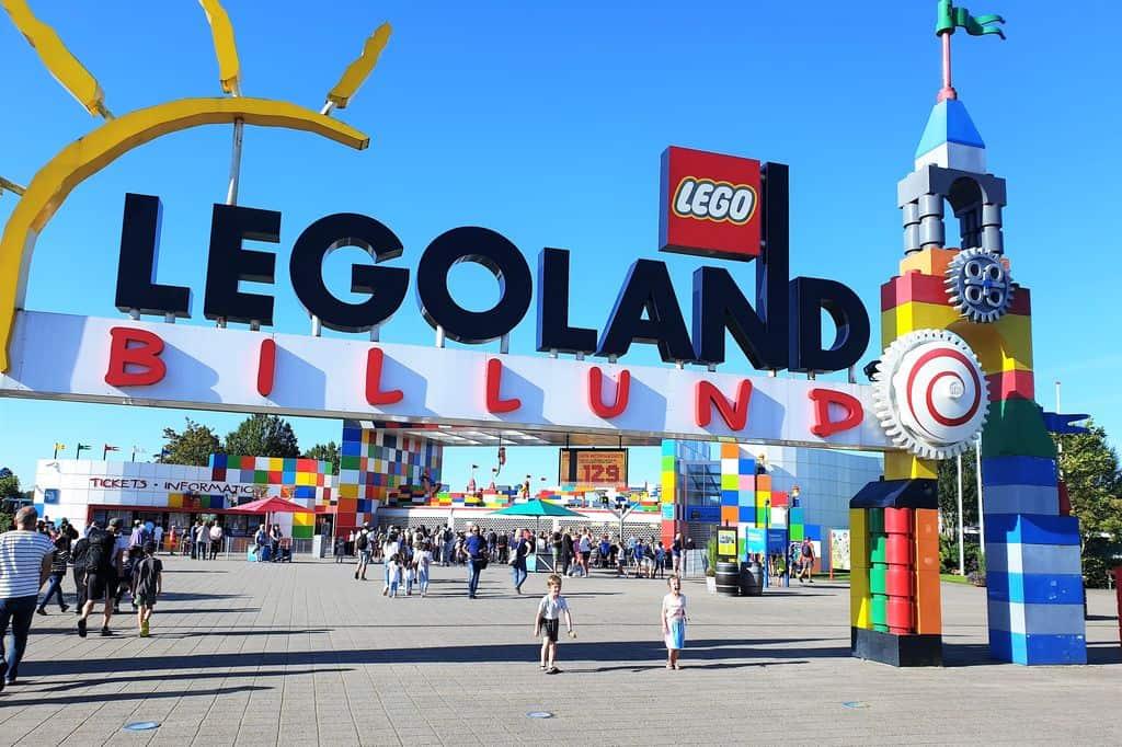 Legoland Denemarken Billund; Tips voor leukste attracties, ook met jonge kinderen en Praktische informatie voor dagje of vakantie in resort. vakantie park en hotel - Mamaliefde.nl
