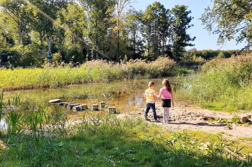 Stadslandgoed de Kemphaan in Almere; van natuurcamping tot speelbos en van stadsboerderij tot klimmen. - Mamaliefde.nl