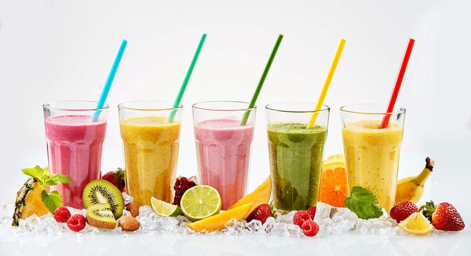 Gezonde en lekkere smoothie recepten om zelf te maken met fruit en groenten. Van aardbei tot banaan of ananas, en van spinazie tot avocado of yoghurt. - mamaliefde.nl
