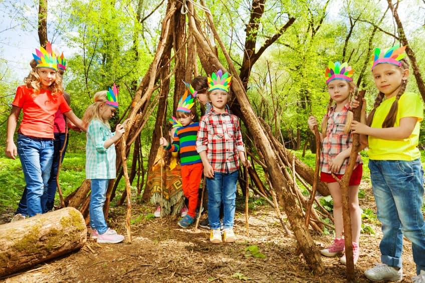 Camping spelletjes en ideeën voor kinderen en volwassenen binnen en buiten - Mamaliefde.nl
