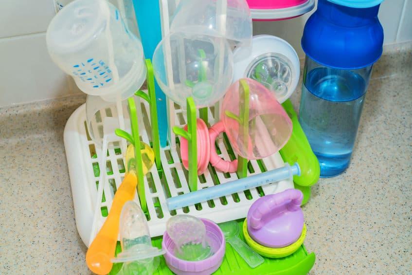 Baby flessen steriliseren of uitkoken? Schoonmaken in magnetron of sterilisator? - Mamaliefde.nl