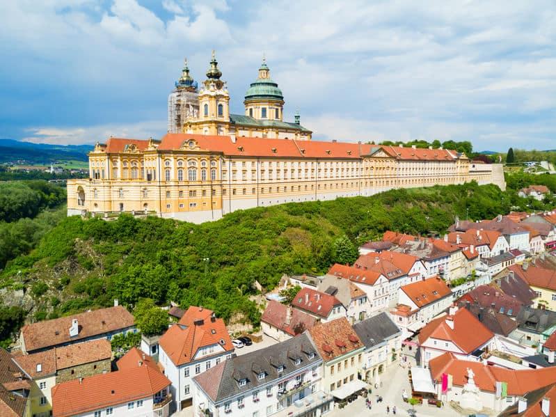 Abdij van Melk bezoeken; een van de mooiste kloosters van Oostenrijk midden in de regio Wachau met uitzicht op de Donau - Mamaliefde.nl