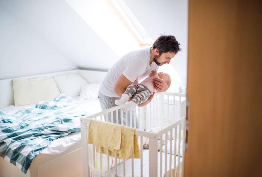 Tips baby in eigen bed leren slapen of als je kind bij je in bed kruipt - Mamaliefde.nl
