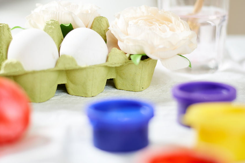 Knutselen met eierdozen; van bloemen en vaasjes tot dieren en zelfs boot van sinterklaas of 3d kerstboom. - Mamaliefde.nl