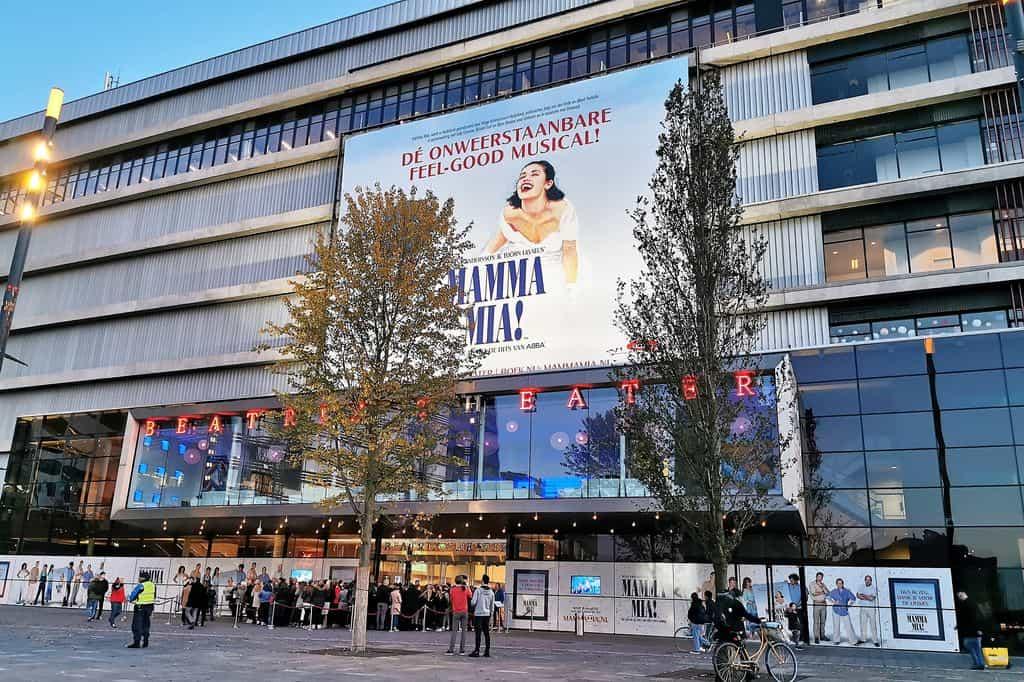 Mamma Mia de musical in Beatrix Theater Utrecht; al meer dan 400 voorstellingen een feestje - Mamaliefde.nl