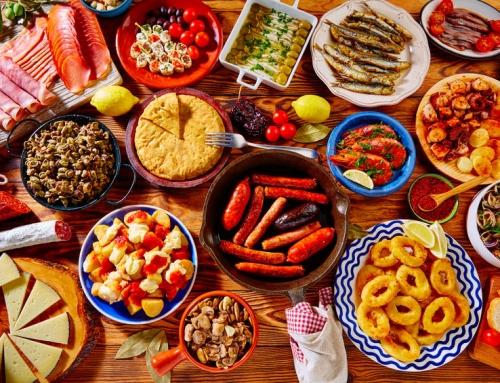 Makkelijke Spaanse tapas recepten; zowel warm en koud, met vlees, vis en vegetarisch voor een gezellige avond