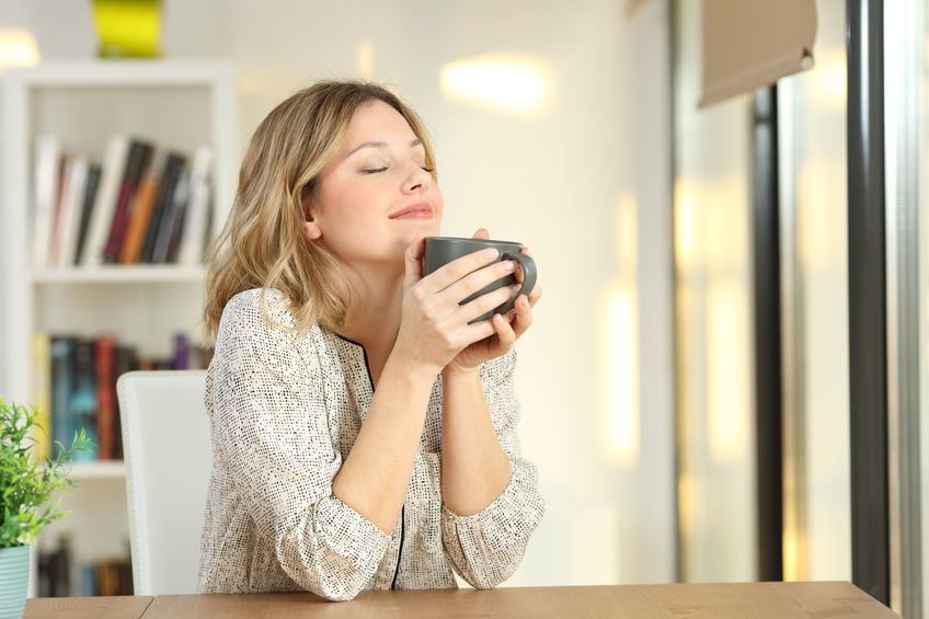 uffe geur in huis neutraliseren; van vochtige nare geur uit huis en kleding, bank en kast of na gourmetten verwijderen met onder andere soda, azijn en wasverzachter. - Mamaliefde.nl