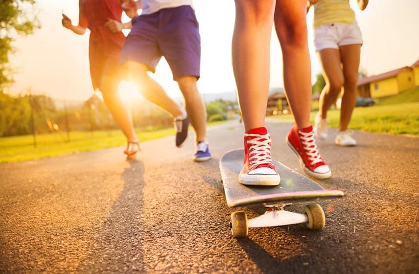 Kids sneakers voor jongens en meisjes; populaire merken van Nike en Puma tot Skechers. Ook met lichtjes en glitter.- Mamaliefde.nl