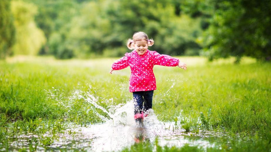 Regenkleding voor kinderen; jongens en meisjes van poncho tot regenjas en van regenbroek tot regenpak. Ook van Hema. - Mamaliefde.nl