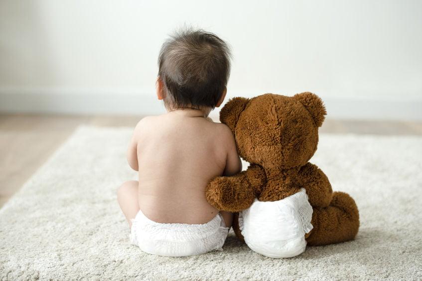 Luieruitslag baby; wat als je baby rode billen heeft? Hoe kan je luieruitslag of open wondjes voorkomen en helpt sudocrem of bepanthen? - Mamaliefde.nl