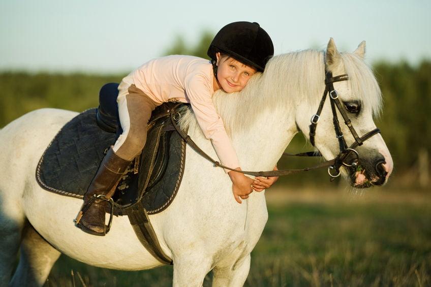 Pony vakantie; vakantiepark met paard bij het huisje of op de boerderij -Mamaliefde.nl