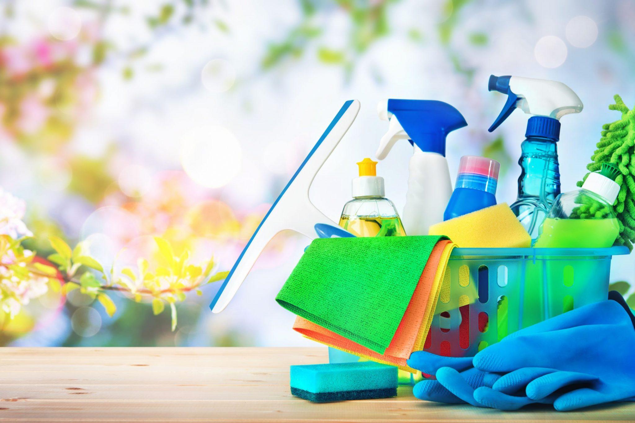 Zelf schoonmaakmiddel maken met natuurlijke ingrediënten; 6 recepten van badkamerreiniger tot allesreiniger met groene zeep of zonder parfum - Mamaliefde.nl