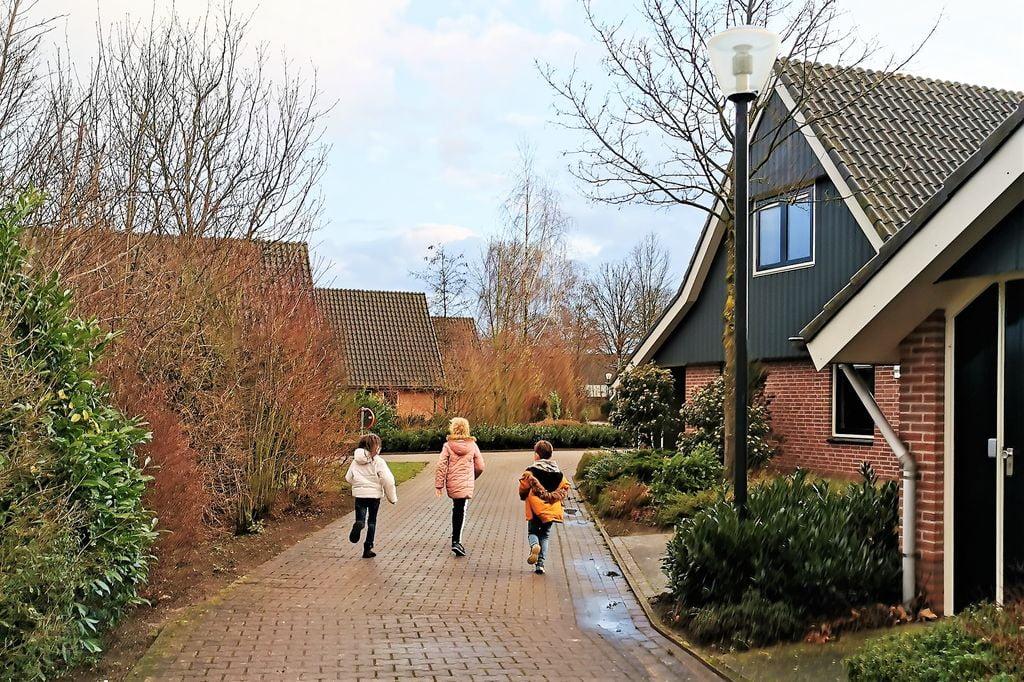 Marveld Recreatie camping & bungalowpark in Groenlo Achterhoek met buitenzwembad, binnenspeeltuin en faciliteiten; review en ervaringen in 6-persoons vakantiebungalow met jaccuzzi - Mamaliefde.nl