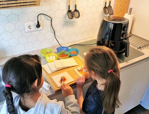 Lekker en makkelijk; pizzabroodjes maken in de airfryer
