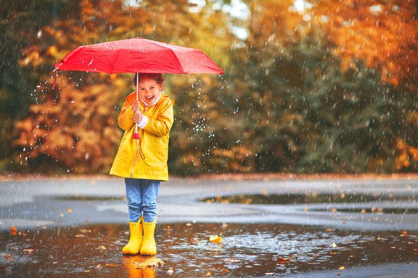Regenkleding om je kind te beschermen tegen nattigheid, wind en kou. Van laarzen tot jas en paraplu. - Mamaliefde.nl