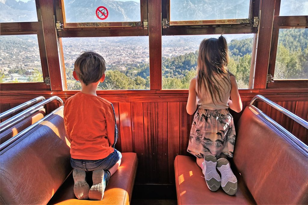 Ferrocarril de Sóller op Mallorca ; mooiste treinrit van Europa? - Mamaliefde.nl