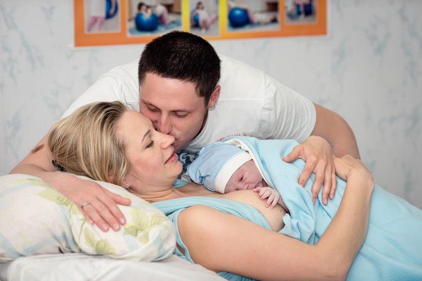 Huid-op-huidcontact met de baby; voordelen en ervaringen - Mamaliefde.nl