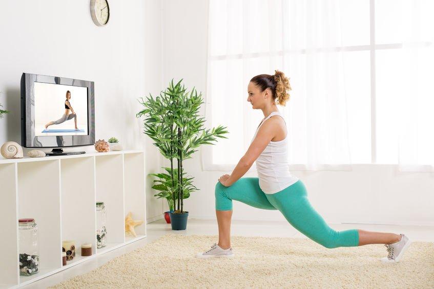 Fitness oefeningen voor thuis; inclusief schema, oefeningen voor benen, armen en buikspieren en cardio en muziek playlist. - Mamaliefde.nl