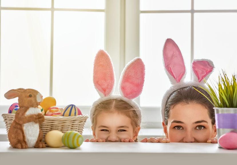 Eitjes zoeken met Pasen tips voor het spel, telkaarten en ideeën om eieren te knutselen voor het raam. - Mamaliefde.nl