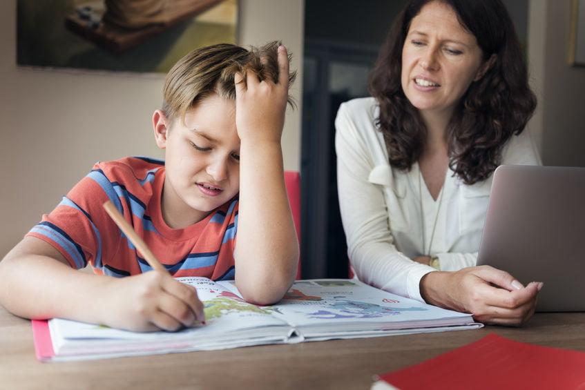 Huiswerkbegeleiding basisschool bij het thuisonderwijs-Mamaliefde.nl
