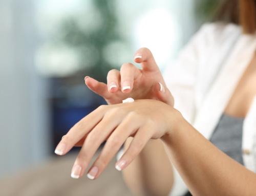 Droge handen; oorzaken, tips om te voorkomen en wat te doen en beste crème tot natuurlijke middelen