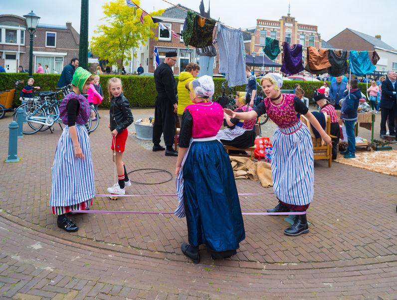 Oud Hollandse spelletjes voor Koningsdag of kinderfeestje - Mamaliefde.nl
