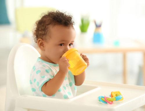 Handige drinkbekers voor jonge kinderen om te oefenen