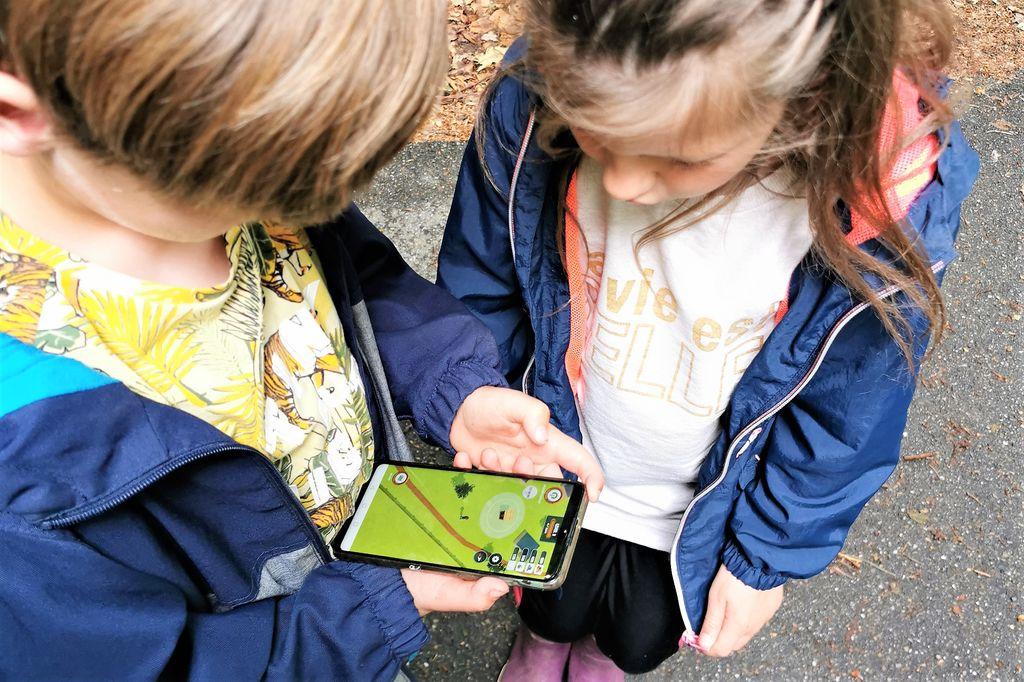 Landal Adventure Game app; offline buiten combineren met online bouwen aan je eigen boomhut - Mamaliefde.nl