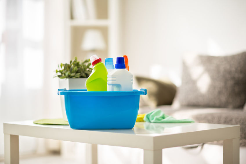 Vlekken op de bank, vloerbedekking of matras verwijderen? Hiermee kan je ze reinigen - Mamaliefde.nl