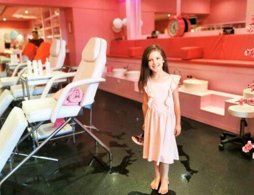 Moeder dochter arrangement bij KidsBeautyPark met gezichtsbehandeling, manicure en make-up