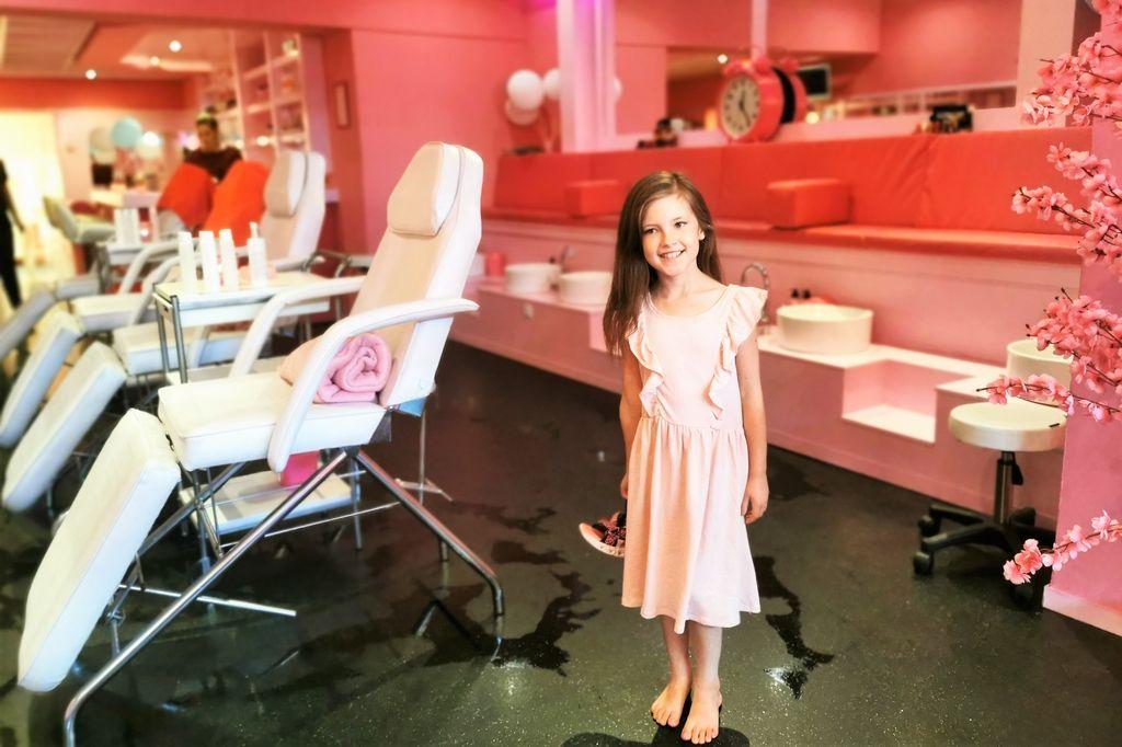 KidsBeautyPark; moeder dochter beautydag met met gezichtsbehandeling, manicure en make-up - Mamaliefde.nl