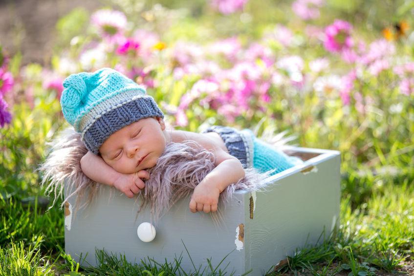 Buiten slapen voor je baby / kind in een lutje pot. Waarom en wat zijn de voordelen en nadelen en kan je ook een lutje pot huren of zelf maken? - Mamaliefde.nl