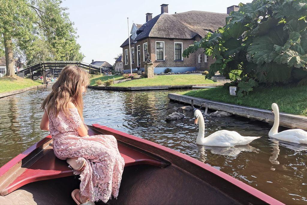 Fluisterboot / sloep Nederland huren met kinderen; dit zijn de mooiste vaartochten / gebieden! - Mamaliefde.nl