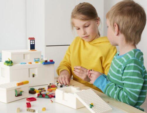 IKEA + LEGO = Bygglek: de ultieme combinatie van Zweeds interieur design en Deens speelgoed