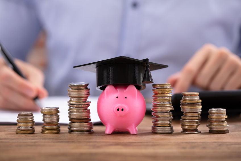 Studiefinanciering; van berekenen en aanvragen tot bijverdienen en terugbetalen - Mamaliefde.nl
