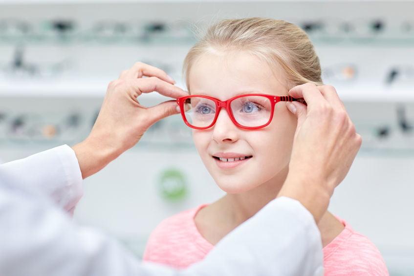 Wat als je kind een bril nodig heeft? En hoe zit het qua kosten met de verzekering? - Mamaliefde.nl