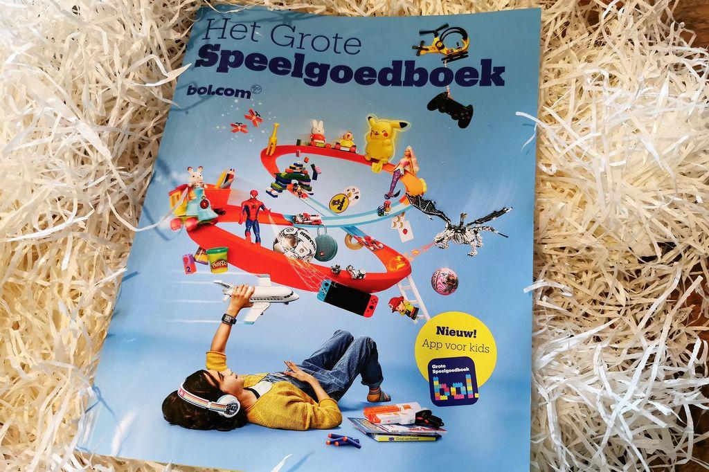 Het grote speelgoedboek van bol.com; met verlanglijstje poster, cadeau tips, speelgoed trends, spelletjes, luisterverhalen, apps en wat te doen als je niet hebt gekregen? - mamaliefde.nl