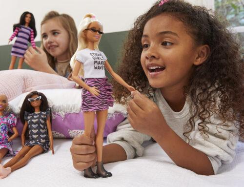 Spelen met poppen stimuleert empathie en sociale vaardigheden