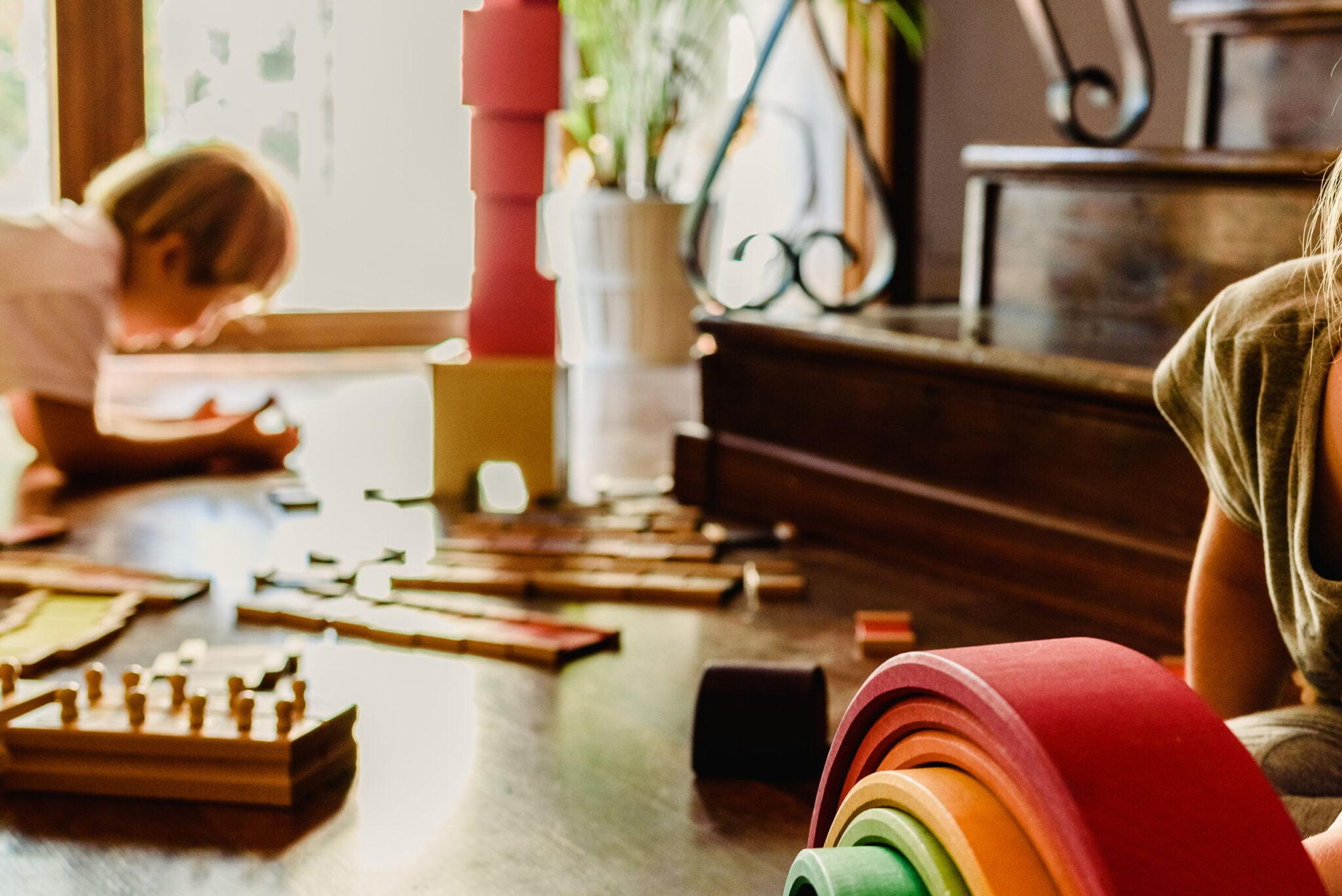 Duurzaam speelgoed voor baby's en kinderen; wat is het en tips voor houten en poppen speelgoed per leeftijdsjaar Inclusief overzicht duurzame merken en waar te kopen - mamaliefde.nl